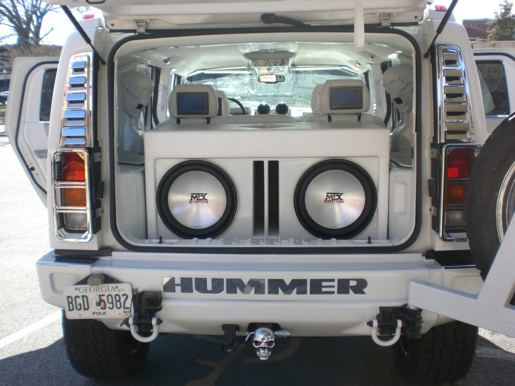 2004 Hummer H2 on custom car stereo